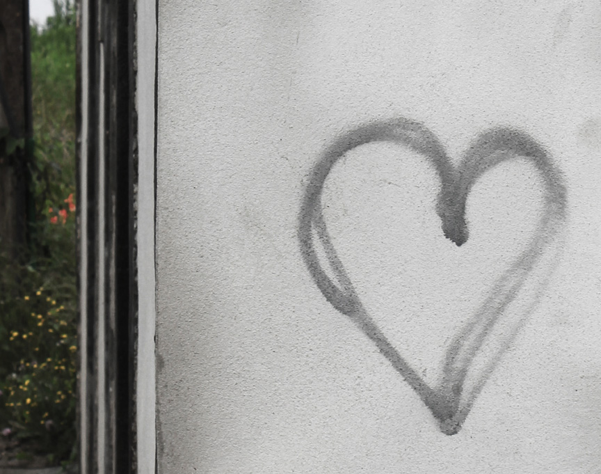 heart graffiti, Terceira, 2011